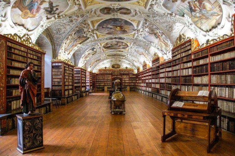 Behang bibliotheek gespiegeld3